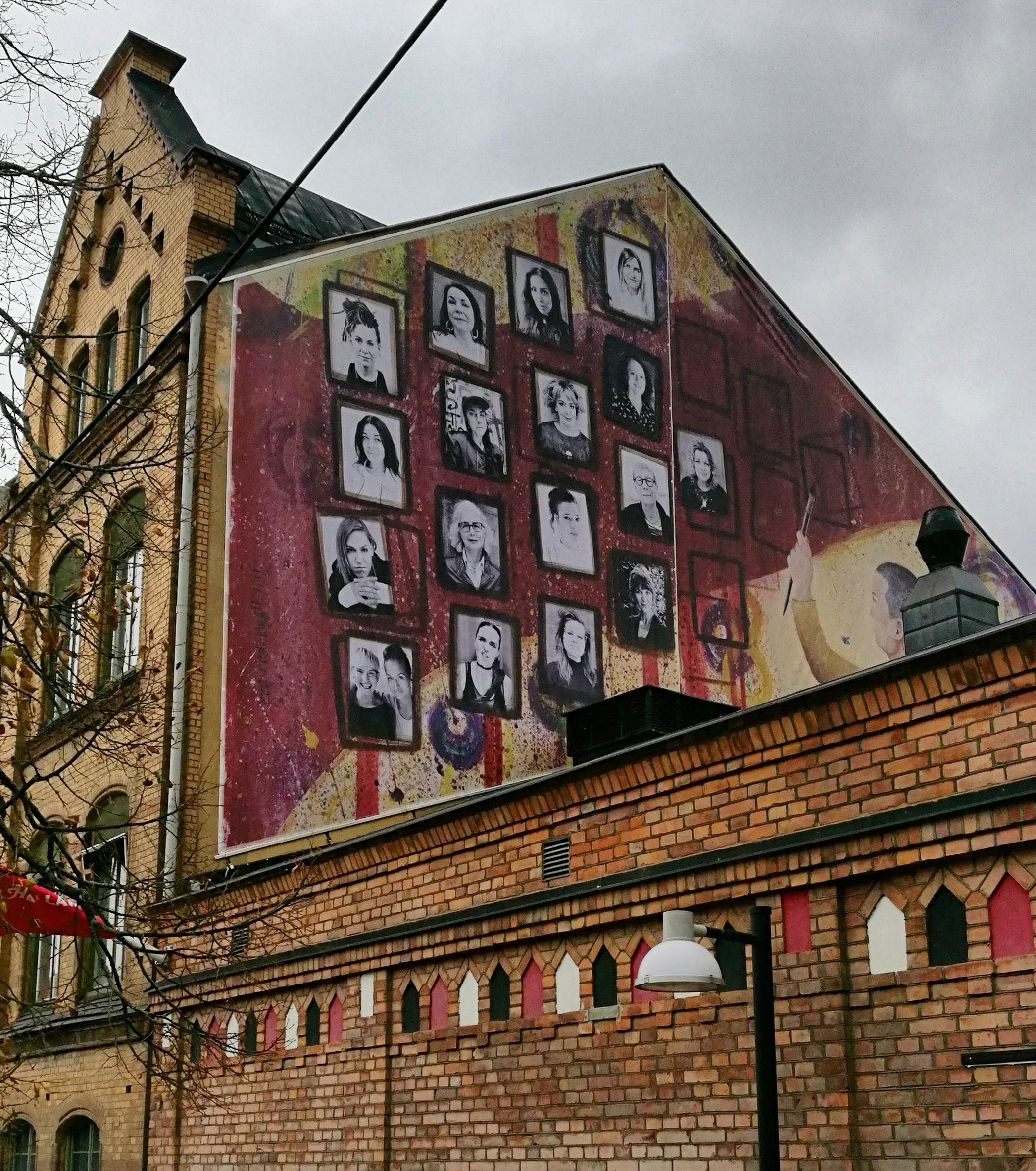 Eva Cederwalls nya konstverk på Hallarnas fasad